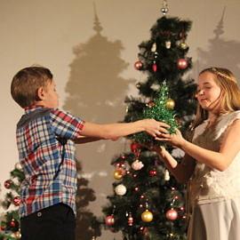 IMG 0434 270x270 Зажглась  звезда – Христос родился! Весь мир любовью озарился! Пусть счастье входит в каждый дом! С прекрасным светлым Рождеством!