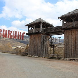 IMG 5703 270x270 Экскурсия в Красные пещеры и парк «Викинг»